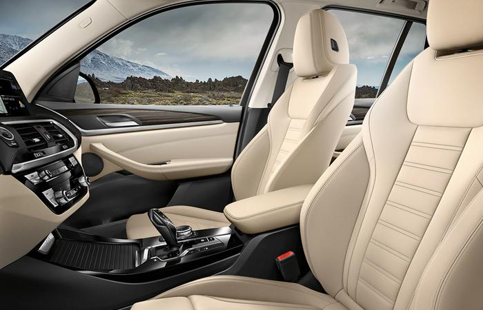 2021 BMW X3 full interior view from the driver seat