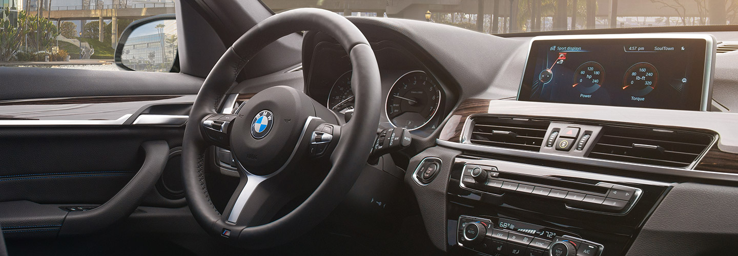 Interior and technology features of the 2019 BMW X1 available at South Motors BMW