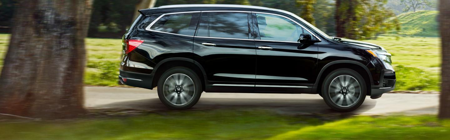 Side profile view of the 2021 Honda Pilot