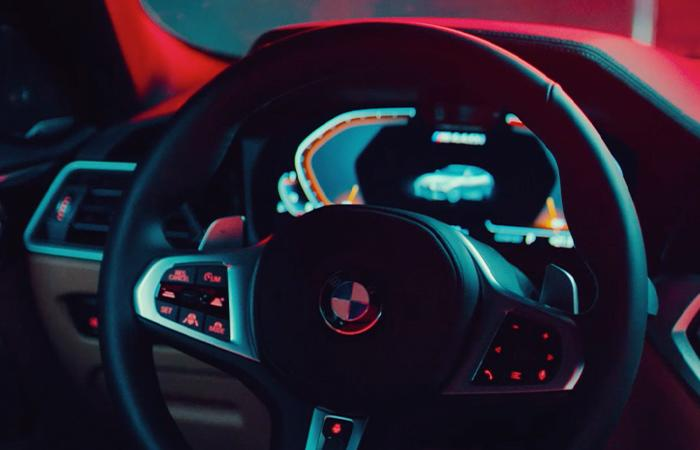 Detailed view of the steering wheel of the 2021 BMW 4 Series