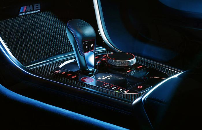 Shifting controls of the 2020 BMW M8